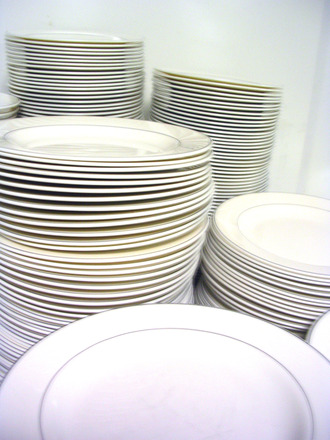 stack-of-clean-plates